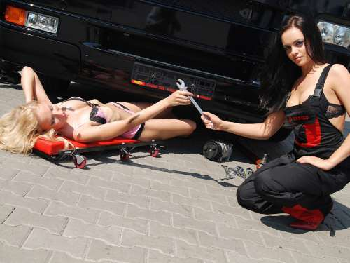 girl-mechanics-500-thewallpaperdb-blogspot-com__-cars-and-girls-59wtmk.jpg